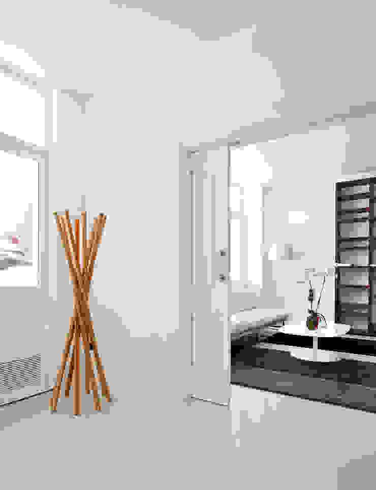 Casas con un estilo minimalista y muy luminosas Estudios y despachos de estilo minimalista de MSTUDIO FOTOGRAFIA PUBLICITARIA Minimalista
