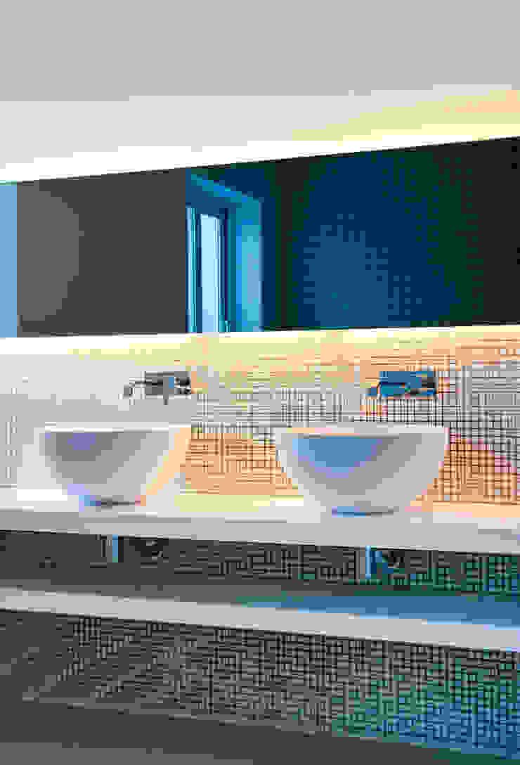Casas con un estilo minimalista y muy luminosas Baños de estilo minimalista de MSTUDIO FOTOGRAFIA PUBLICITARIA Minimalista