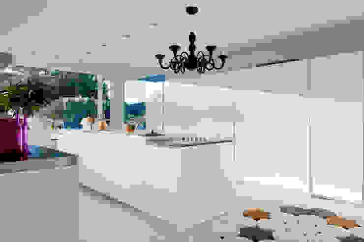 Casas con un estilo minimalista y muy luminosas Cocinas de estilo moderno de MSTUDIO FOTOGRAFIA PUBLICITARIA Moderno