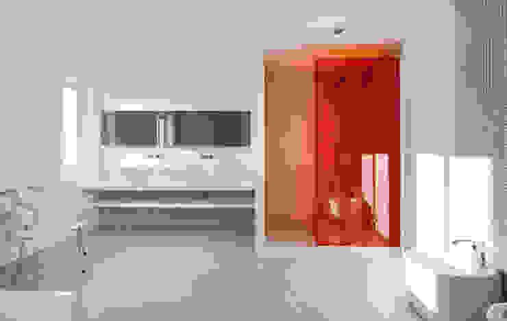 Casas con un estilo minimalista y muy luminosas MSTUDIO FOTOGRAFIA PUBLICITARIA Baños de estilo moderno