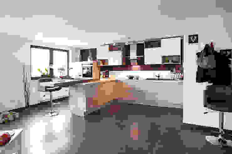 Modern style kitchen by Küchen Quelle Modern