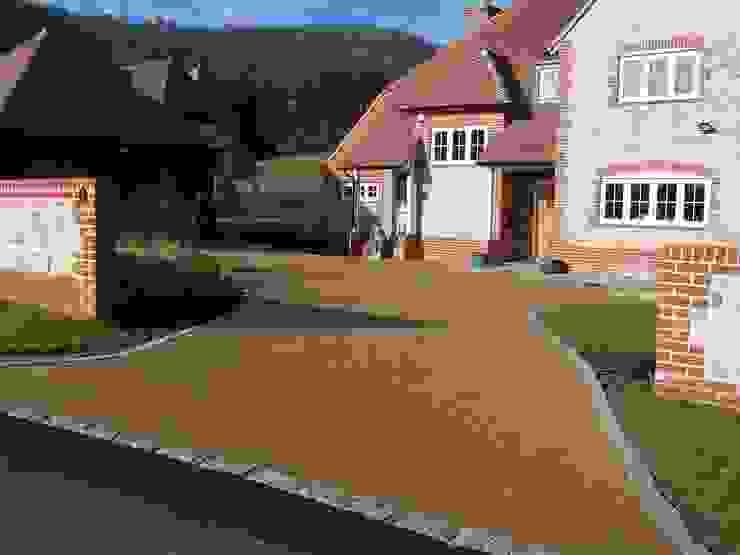 Domestic Driveways installation of resin bound paving Permeable Paving Solutions UK Klassische Wände & Böden