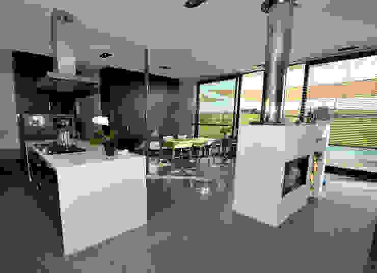 Landhaus Bonstetten Esszimmer im Landhausstil von kunz architekten Landhaus