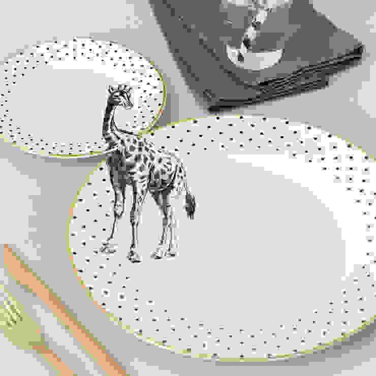 Giraffe Plate Set: eclectic  by Yvonne Ellen, Eclectic
