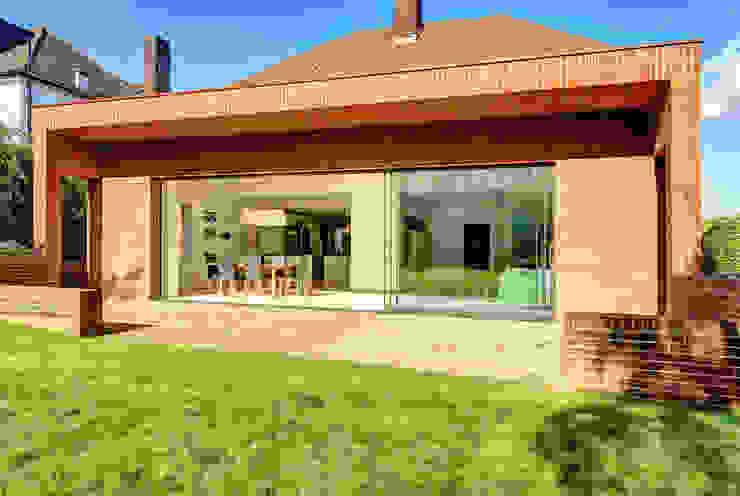 Muswell Hill House - 2 Minimalistische huizen van Jonathan Clark Architects Minimalistisch
