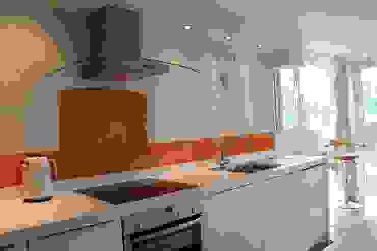 Orange glass splashback & glass upstands: modern  by DIYSPLASHBACKS, Modern
