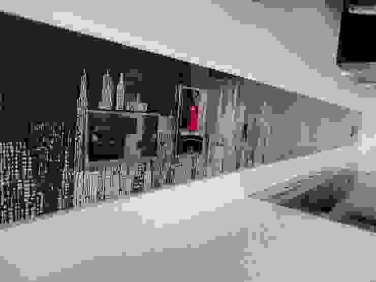 New York skyline glass upstands: modern  by DIYSPLASHBACKS, Modern