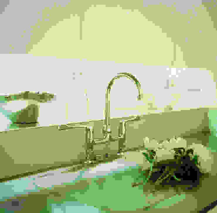 Little Venice Apartment - 4: minimalist  by Jonathan Clark Architects, Minimalist