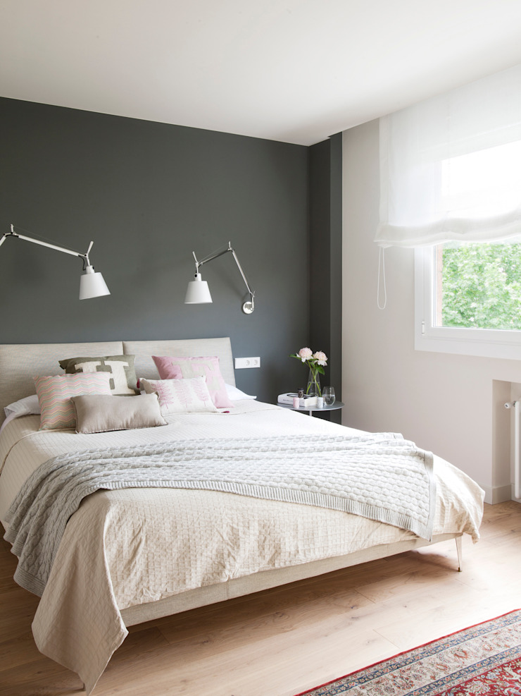 Minimalist bedroom by A! Emotional living & work Minimalist