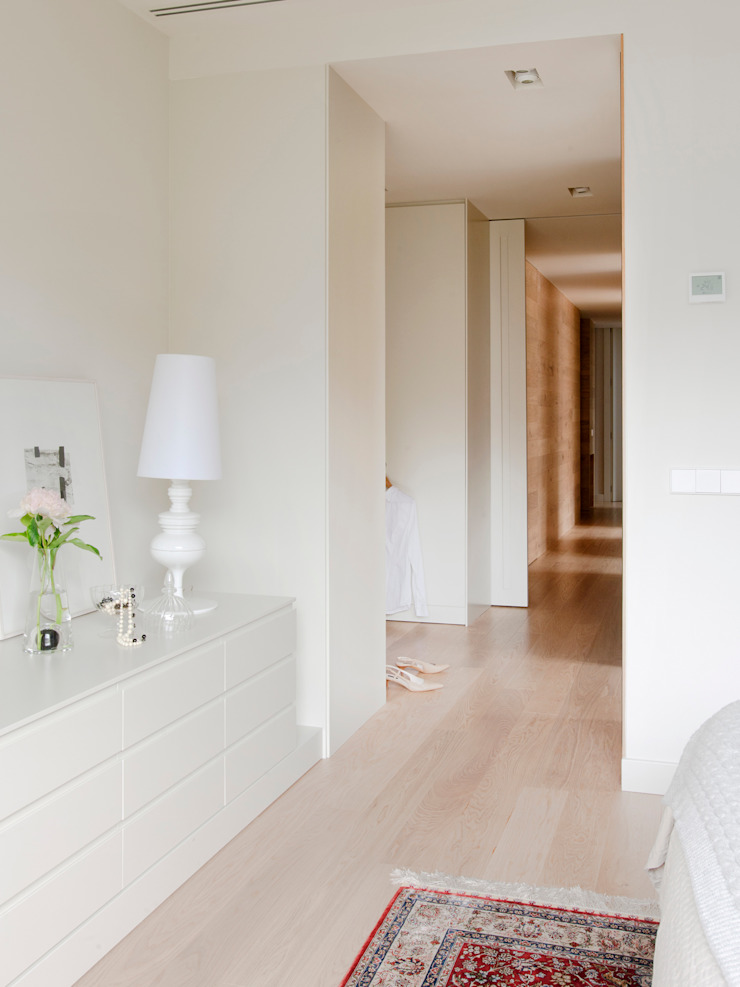 Minimalist style dressing rooms by A! Emotional living & work Minimalist