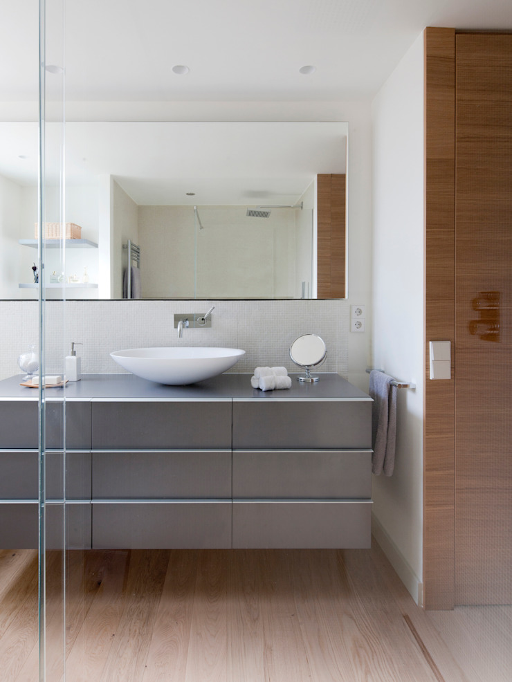 A! Emotional living & work Minimalist bathroom