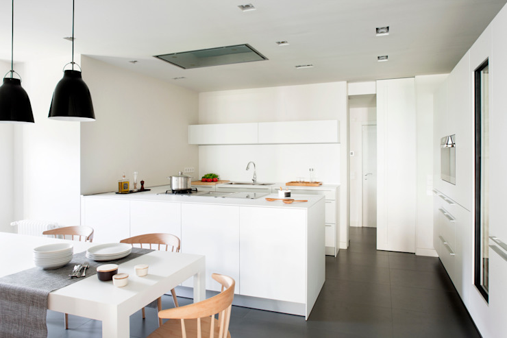A! Emotional living & work Minimalist kitchen