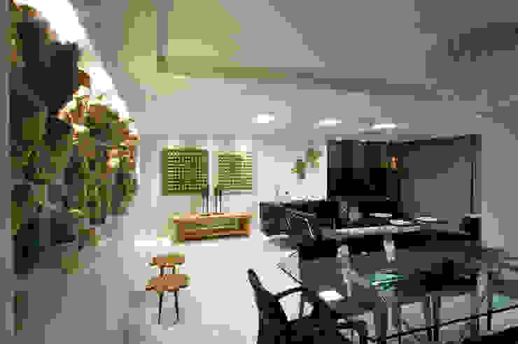 Dining room by Celia Beatriz Arquitetura