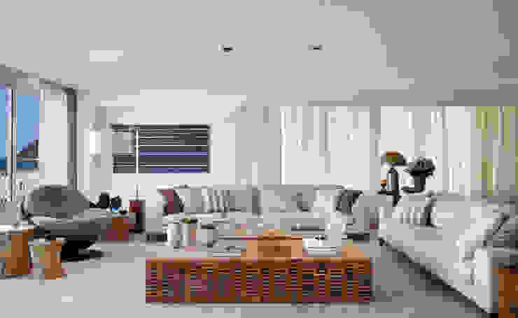 Living room by Bezamat Arquitetura