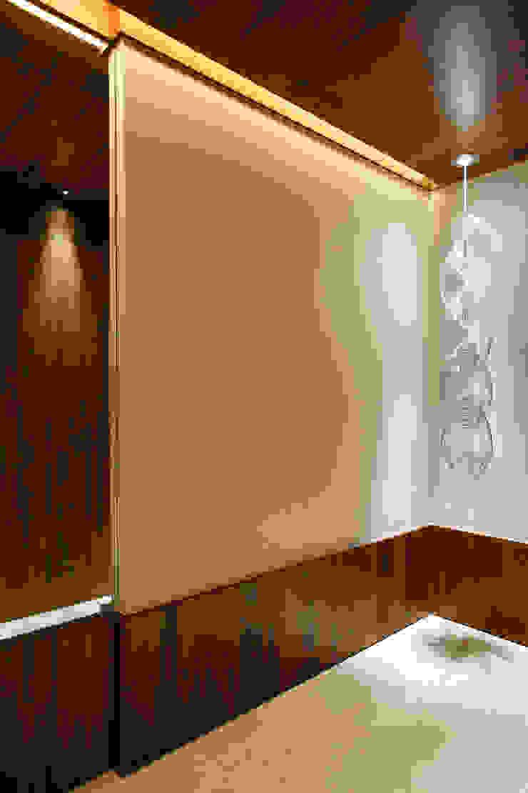 Residência Vieira Souto Corredores, halls e escadas modernos por Bezamat Arquitetura Moderno