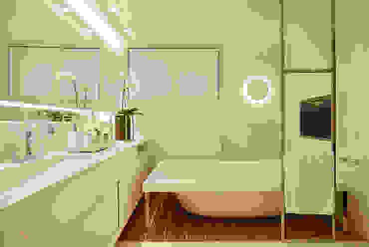 Bagno in stile  di Bezamat Arquitetura