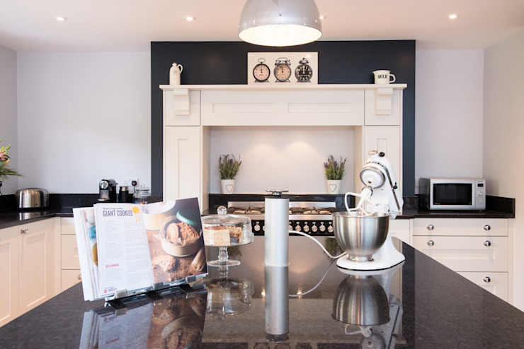 Daval Painted Kitchen - Kitchen Design Surrey by Raycross Interiors Classic
