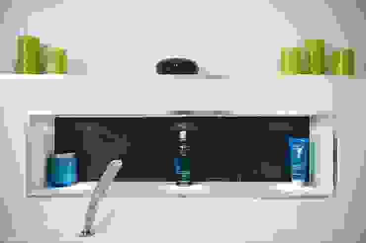 Modern Bathroom - Bathroom Design Surrey Modern bathroom by Raycross Interiors Modern