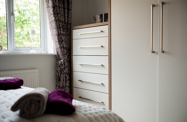 Daval Bedroom Furniture - Bedroom Design Surrey Modern style bedroom by Raycross Interiors Modern