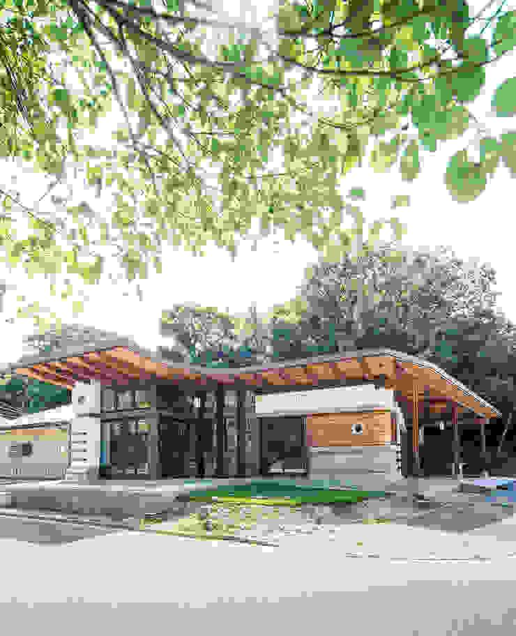 Casas estilo moderno: ideas, arquitectura e imágenes de パパママハウス株式会社 Moderno