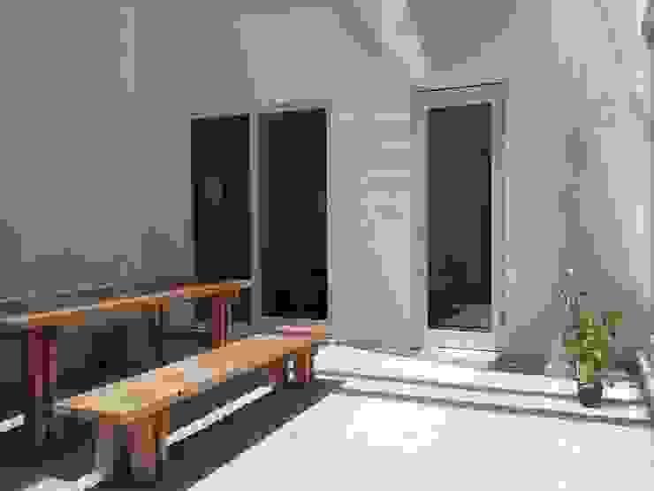 中庭 カントリーな 庭 の 内田建築デザイン事務所 カントリー