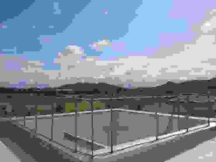 屋上 カントリーな 庭 の 内田建築デザイン事務所 カントリー