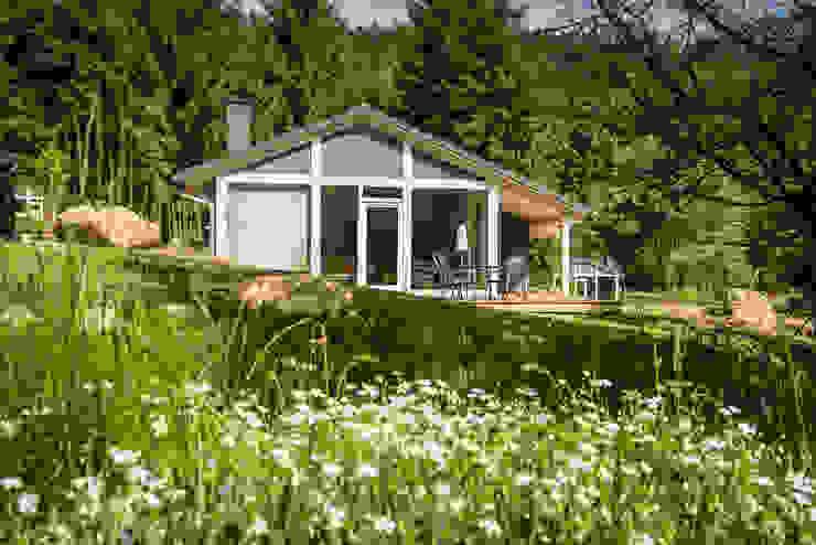 Eine exklusive Urlaubsarchitektur erwartet Sie in der Ferienhaus Lichtung im Thüringer Wald Moderne Häuser von Ferienhaus Lichtung im grünen Herzen Deutschland Modern