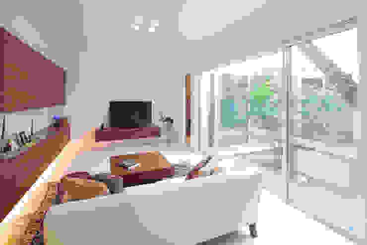 内田建築デザイン事務所 Moderne Wohnzimmer