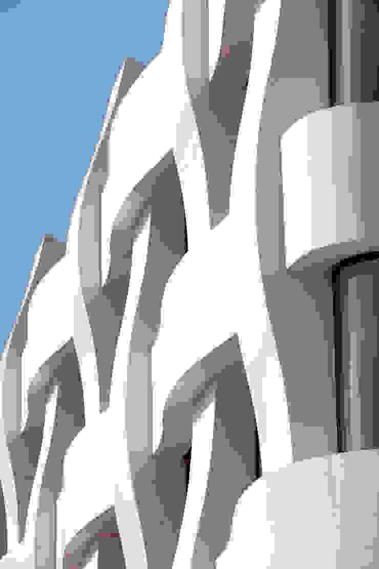 Espaces de bureaux modernes par BINAA Moderne