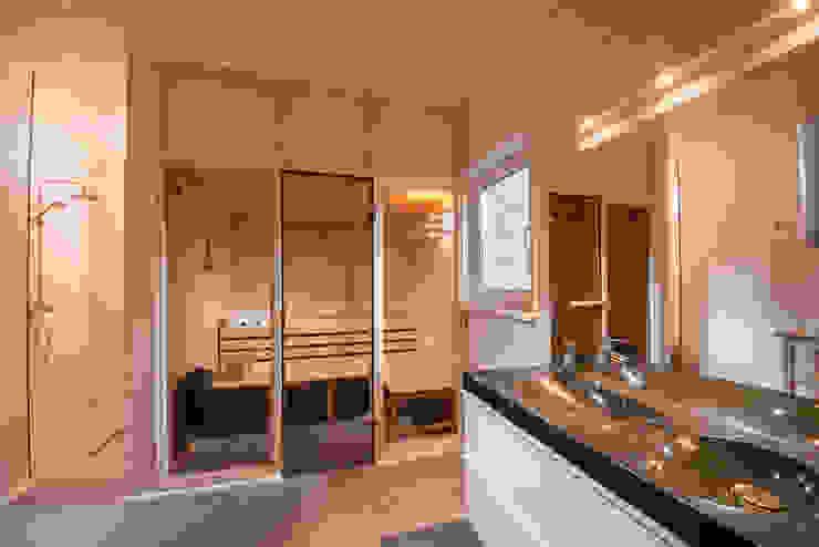 Genießen Sie Ihre Sauna im großen Ferienhaus - Wellnessbad nach Ihrer Wanderung Moderner Spa von Ferienhaus Lichtung im grünen Herzen Deutschland Modern
