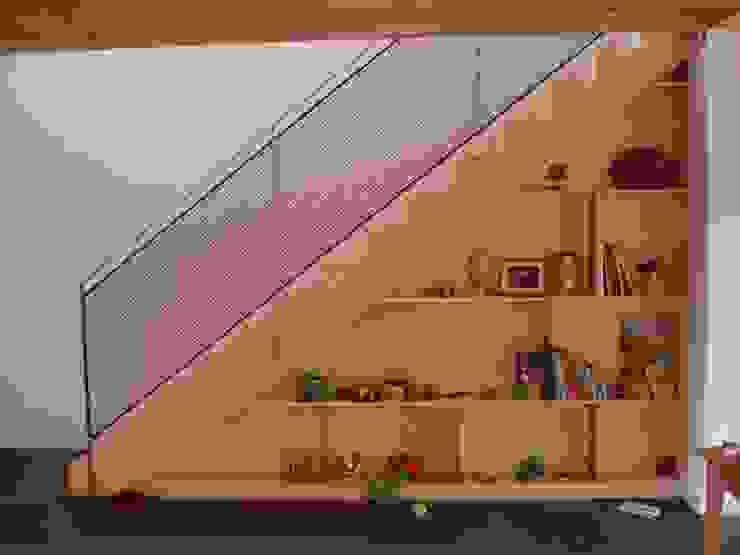 Modern und naturnah: Haus aus Holz Einfamilienhaus in der Eifel, Mendig von PELL Architekten Skandinavisch