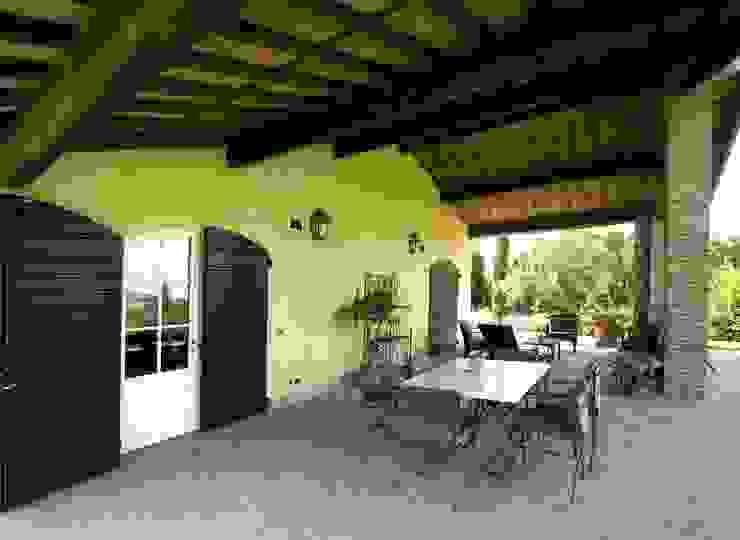 Villa Via Pollinelle Balcone, Veranda & Terrazza in stile rustico di Studio Tecnico Fanucchi Rustico