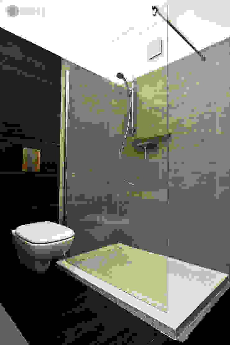 Szarości Nowoczesna łazienka od Bednarski - Usługi Ogólnobudowlane Nowoczesny