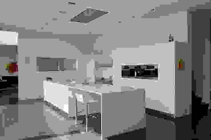 Cocinas de estilo minimalista de Luc Spits Interiors Minimalista
