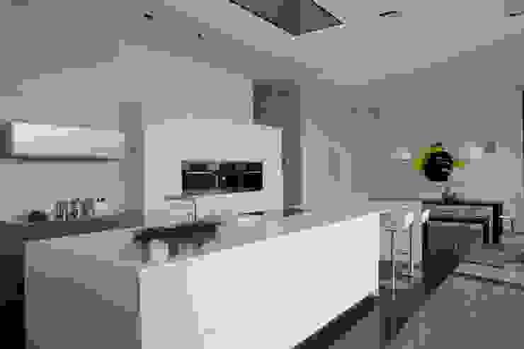 Le cube blanc Cuisine minimaliste par Luc Spits Interiors Minimaliste