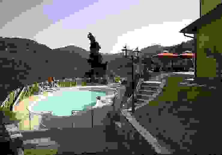 Villa Fibbialla Piscina in stile in stile classico di Studio Tecnico Fanucchi Classico