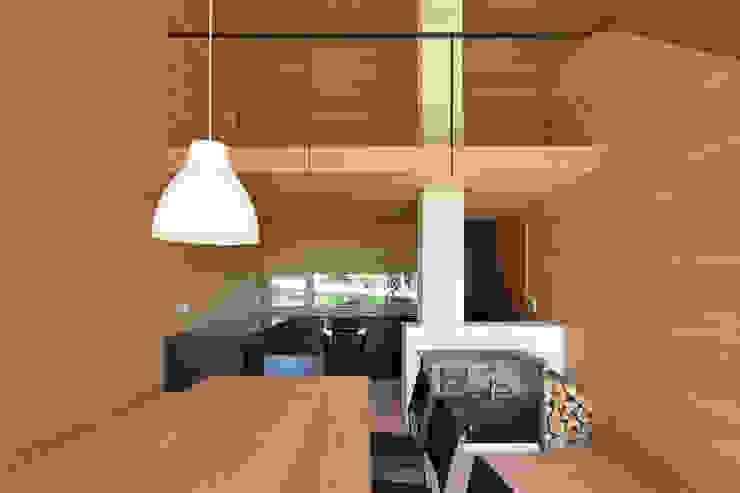 Projekty,  Kuchnia zaprojektowane przez Yonder – Architektur und Design, Nowoczesny