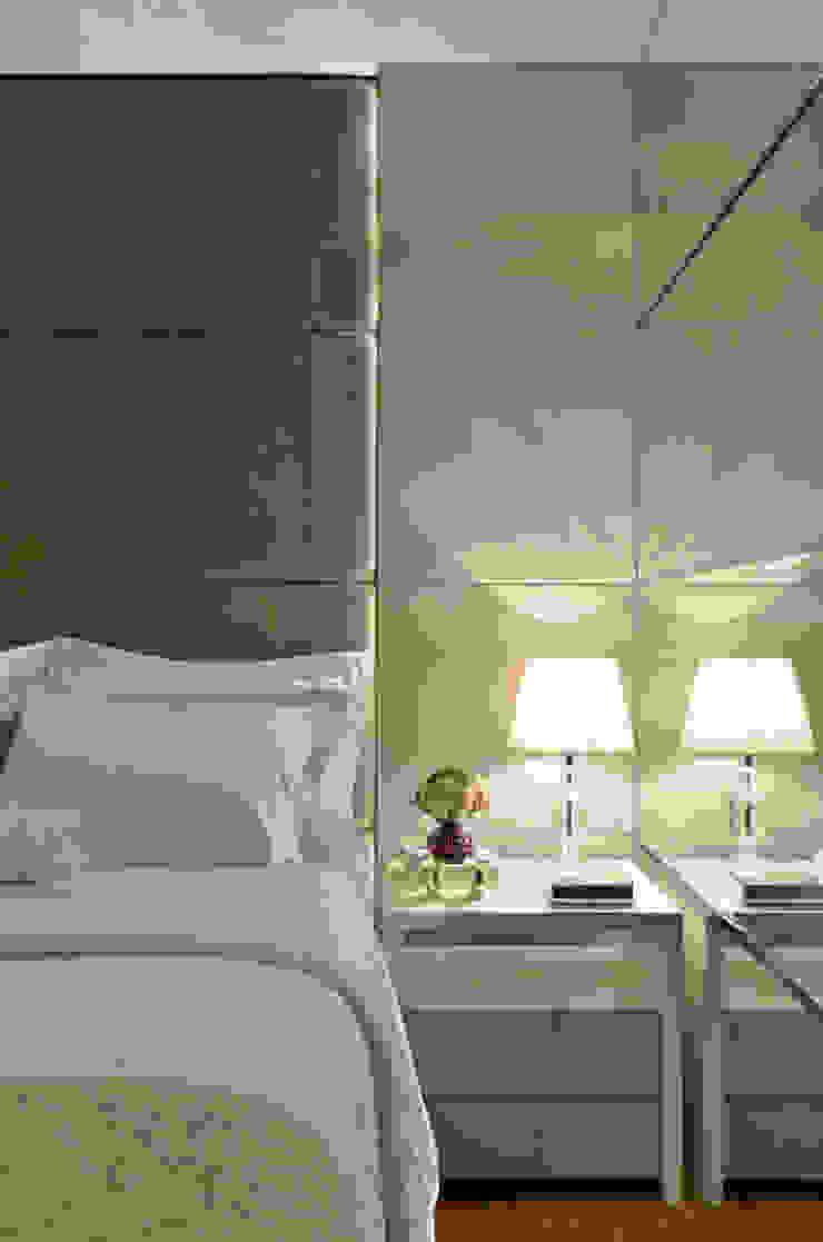 Suíte casal J|R Quartos clássicos por Redecker + Sperb arquitetura e decoração Clássico