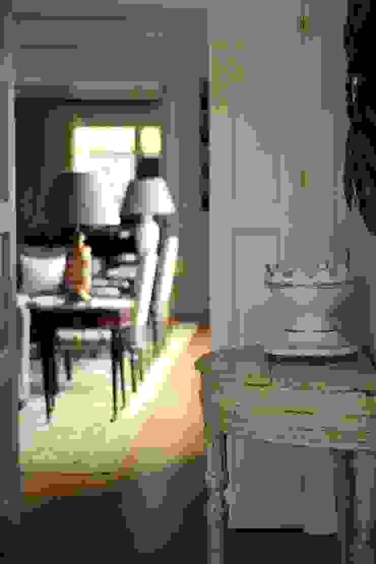 Casa de campo en el sur de Francia Pasillos, vestíbulos y escaleras de estilo clásico de La Californie Clásico