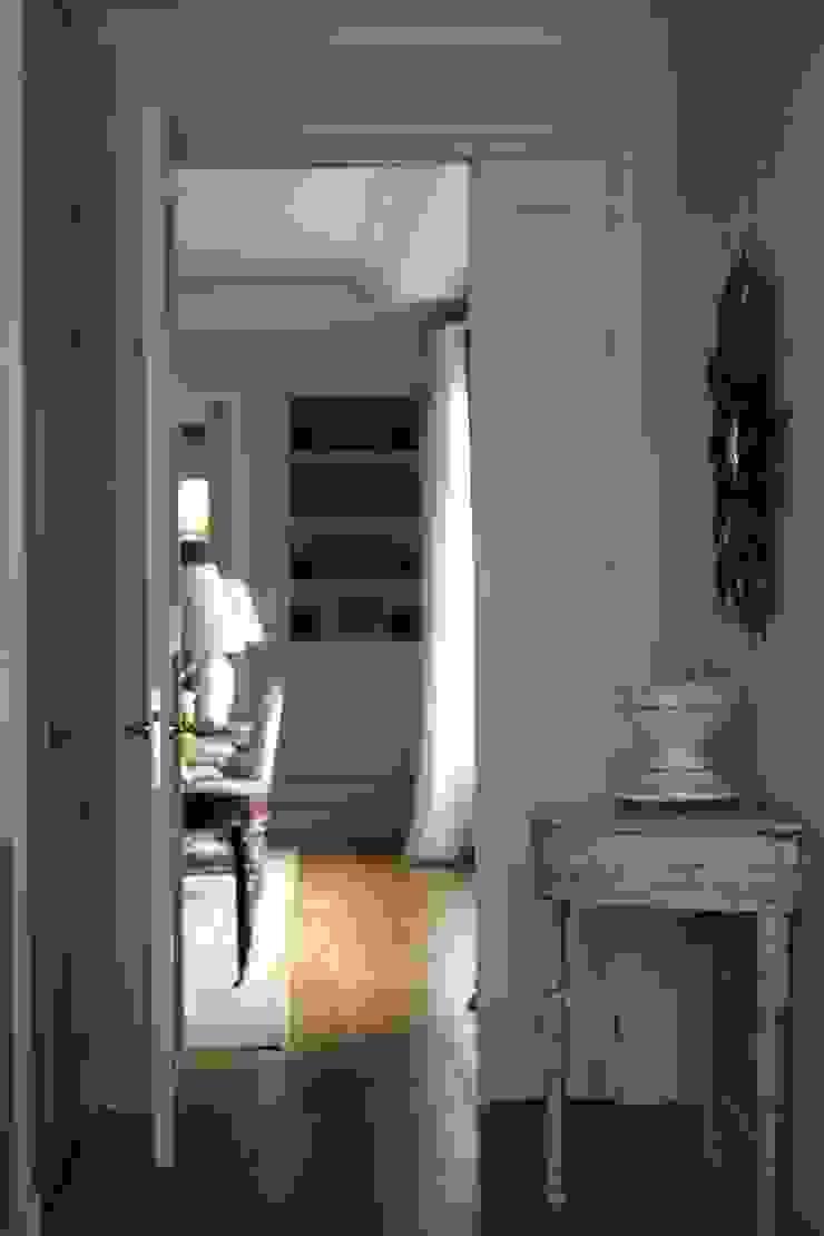 consolas francesas Pasillos, vestíbulos y escaleras de estilo clásico de La Californie Clásico
