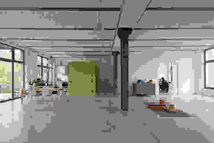 미니멀리스트 거실 by studioinges Architektur und Städtebau 미니멀