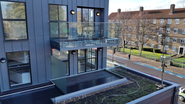 External Balustrade // Glass Partition by MDM GLASS LTD Modern