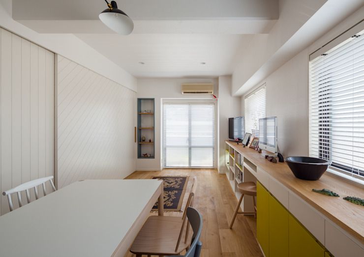 A residence in Shibuya Eclectic style living room by sorama me Inc. Eclectic