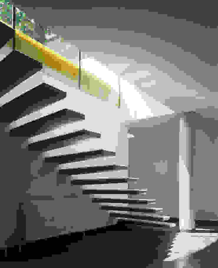 Haus F Moderner Flur, Diele & Treppenhaus von Architekt Daniel Fügenschuh ZT GMBH Modern