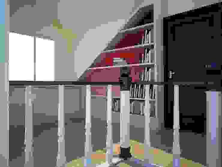 Portakal mimarlik Study/officeCupboards & shelving
