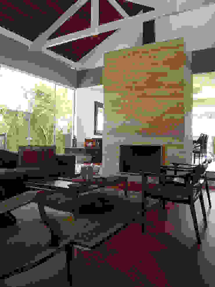 Casa GM Salas de estar modernas por Roesler e Kredens Arquitetura Moderno