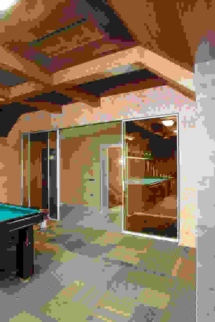 Откатные двери, декоративная штукатурка, ковровая плитка от Baydyuk Design Company Минимализм