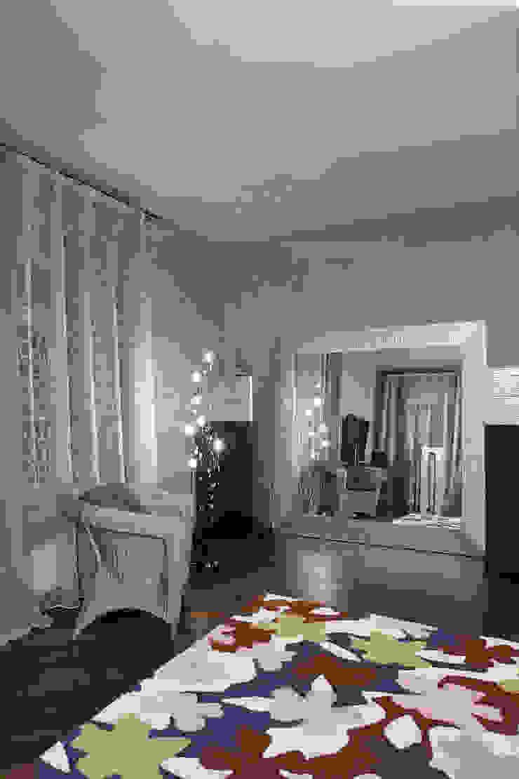 Напольное зеркало, торшер, плетеное кресло от Baydyuk Design Company Минимализм