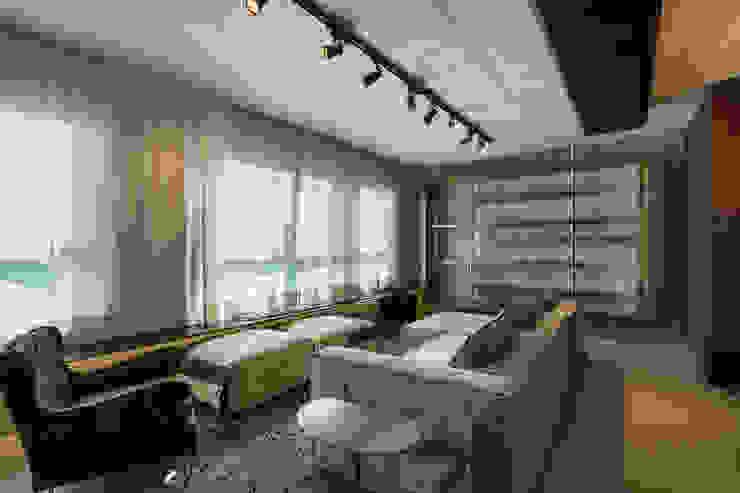 Ruang Keluarga Modern Oleh Studiodwg Arquitetura e Interiores Ltda. Modern