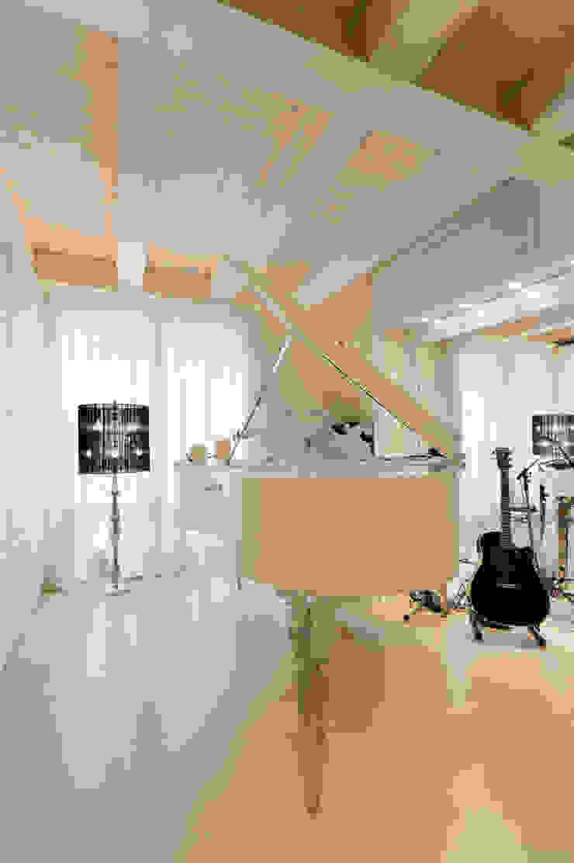 STUDIO CERON & CERON Eclectic style media room